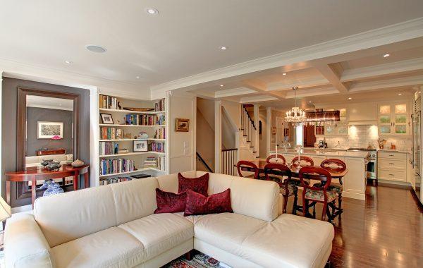 ROZ MORGAN     living room