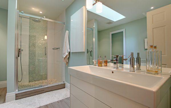 ROZ MORGAN     bathroom